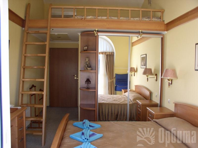 Кровати на втором этаже